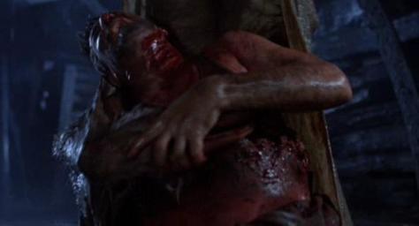 Una sangrienta escena de La Fosa Común