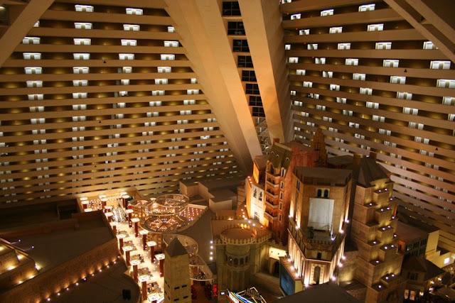 Jogos no Hotel Luxor
