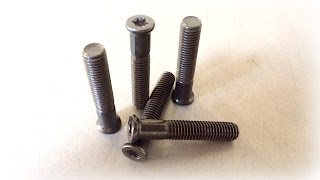 special modified flat head full body machine screw in steel, straight hardened with black oxide - Engineered Source is a supplier & distributor of standard and special fasteners in Santa Ana, Orange County, Los Angeles, San Diego, Southern California