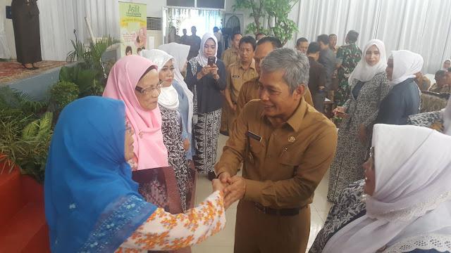 H Iskandar SE : Bidan Ujung Tobak Pelayan Kesehatan di Desa