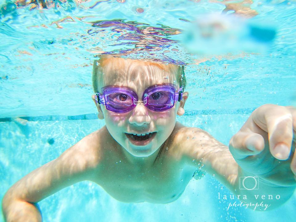 child swimming underwater - photo #40