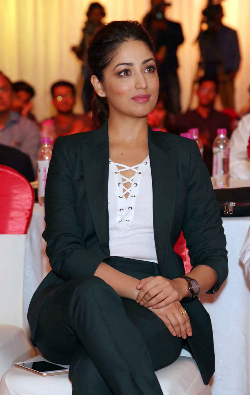 Yami Gautam at The Launch of COMIO Mobile Phones