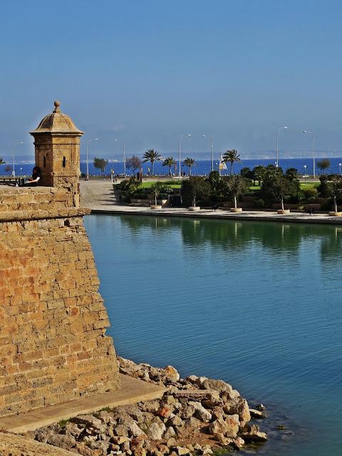 widok na zatokę w stolicy Majorki