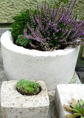 Bepflanzte BEtongefaesse