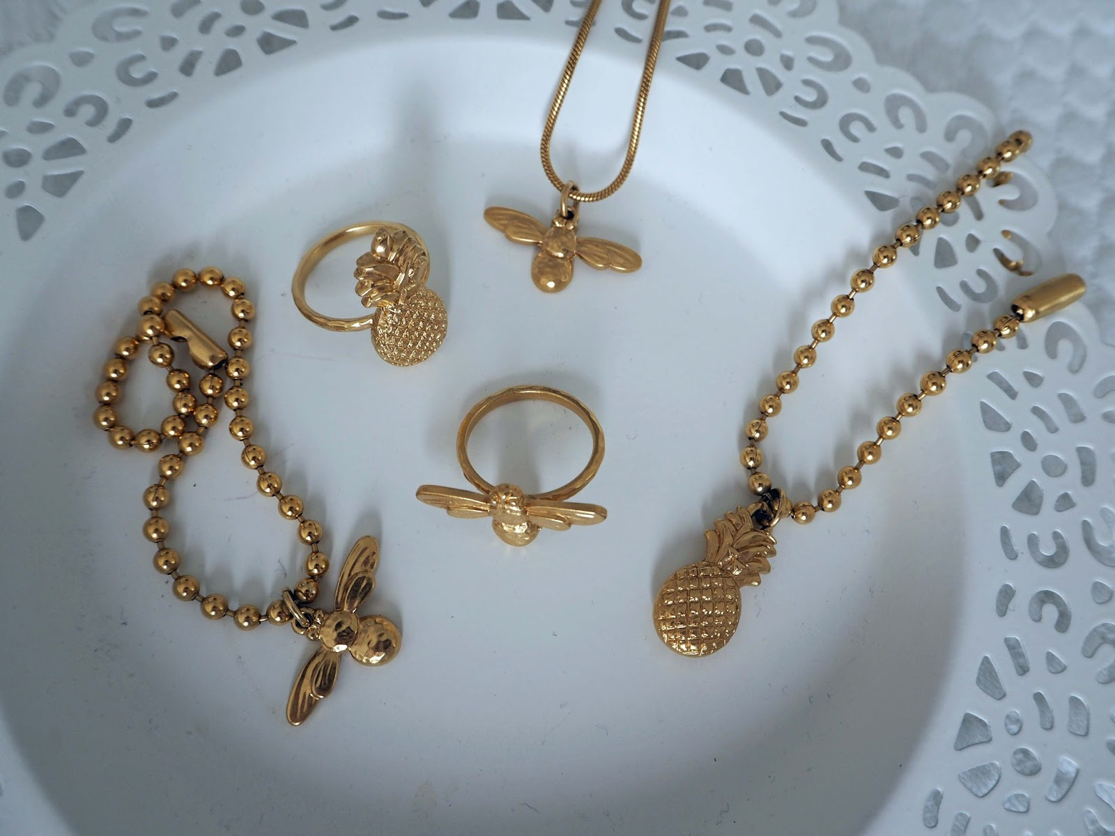 Nerja-holiday-packing-bee-pineapple-Danon-jewellery