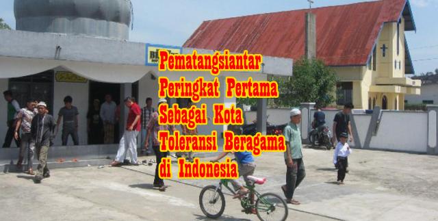 Masjid Bhakti dan Gereja Kristen Protestan Indonesia (GKPI) di Jalan Medan-Siantar, Medan.