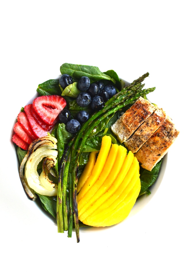 Grilled Chicken Salad with Creamy Mango Vinaigrette is ready in 15 minutes and is full of flavor. Topped with fresh mango, strawberries and blueberries along with grilled chicken, onions and asparagus. www.nutritionistreviews.com