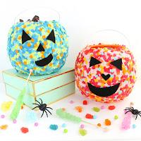 http://www.akailochiclife.com/2016/10/craft-it-confetti-pumpkin-baskets.html