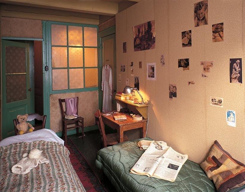 Foto do quarto de Anne Frank no museu em Amsterdam. Foto: www.annefrank.org