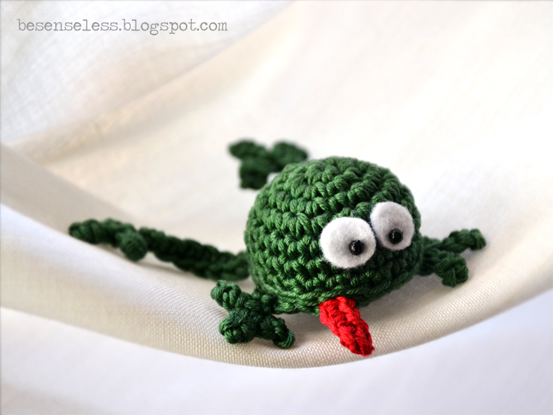 Ranitas Sonajero: patrón / Felix, the frog (rattle) – Maria ... | 600x800