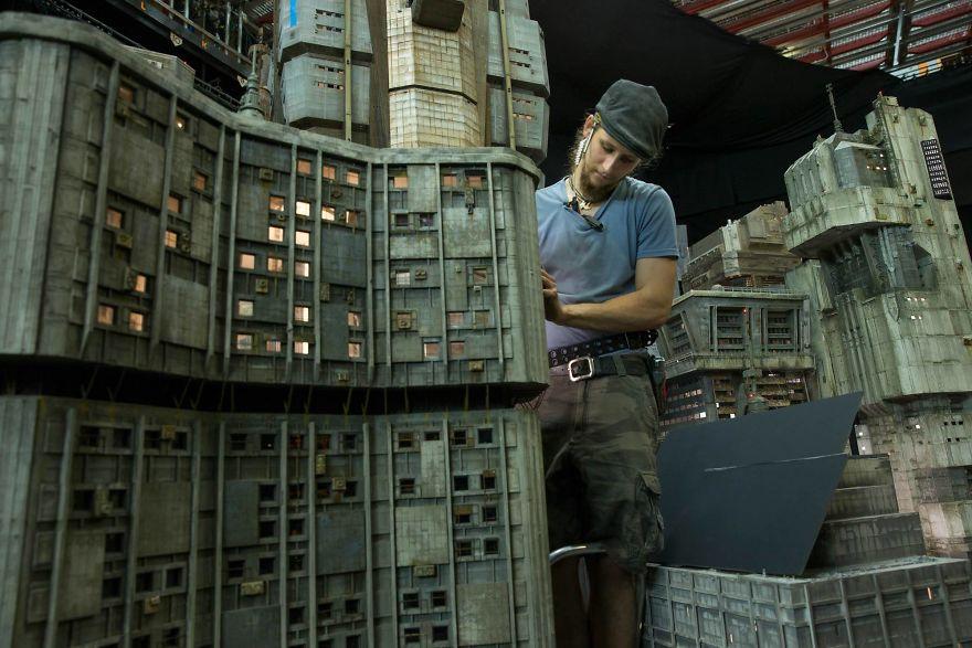 Dibalik Kemegahan Kota di Film Blade Runner 2049