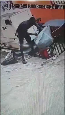 Cart Pusher Caught On CCTV Man-Handedly Stealing A Big Generator In Lagos