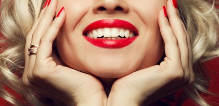 Назван простой способ самостоятельно отбелить зубы