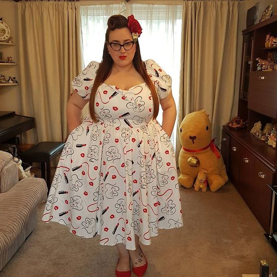Vixen swing dress in lipstick print