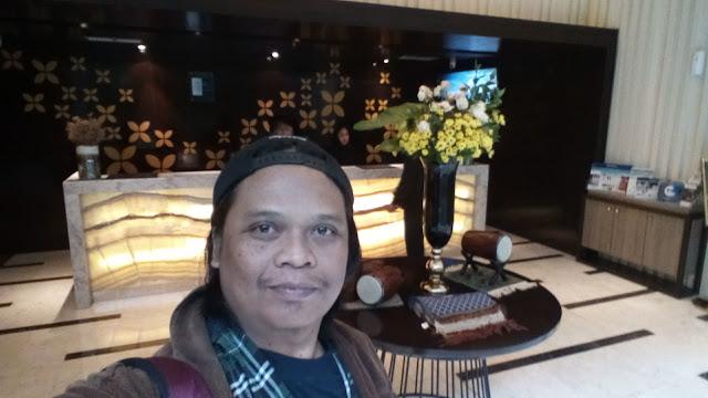 adetruna di lobby hotel Best Western Premier La Grande