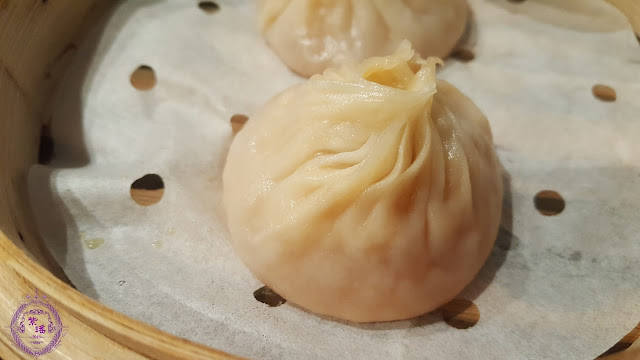 【鮮蟹湯小籠包 – Steamed Shanghainese Soup Dumplings with Crab Meat】