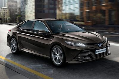 Toyota Camry Hybrid (2019 European Spec) Front Side