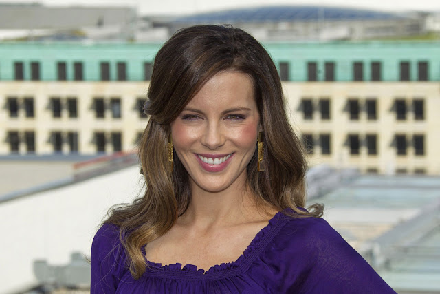 Hot 44 year actress Kate Beckinsale At Total Recall Photocall In Berlin 1