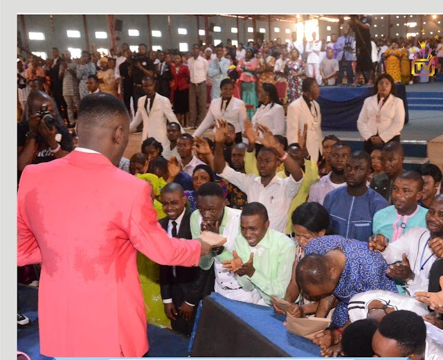 Apostle Suleman In Suleja, Doles Out N8m To Family, Unemployed Graduates
