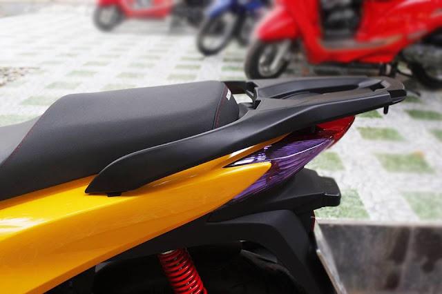 Sơn xe Honda Sh màu vàng tươi bóng loáng, cực đẹp