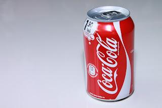 coca cola, warna coca cola, kaleng coca cola, pantone coca cola