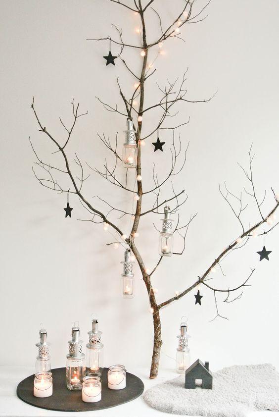 Hacer un Árbol de Navidad con ramas de arbustos decoradas