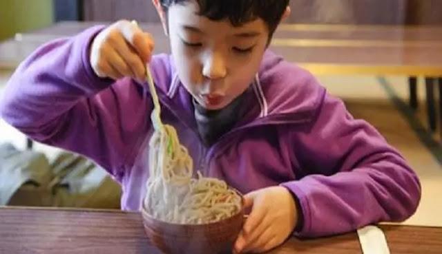 Rasullah SAW Melarang Meniup Makanan dan Minuman, Berikut Fakta Ilmiah Bahayanya