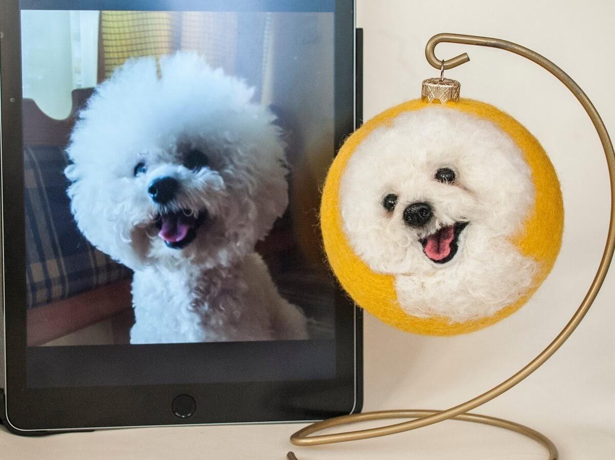 07-Bichon-Frise-Hanna-Tsukanova-3D-Dogs-&-Cats-Felt-Pet-Portraits-www-designstack-co