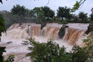 La chute d'eau Giang Dien