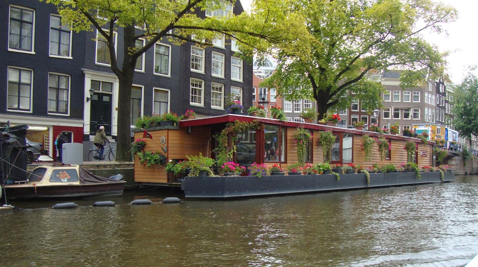 Un piccolo giardino in citt vivere sull 39 acqua le case for Case amsterdam economiche