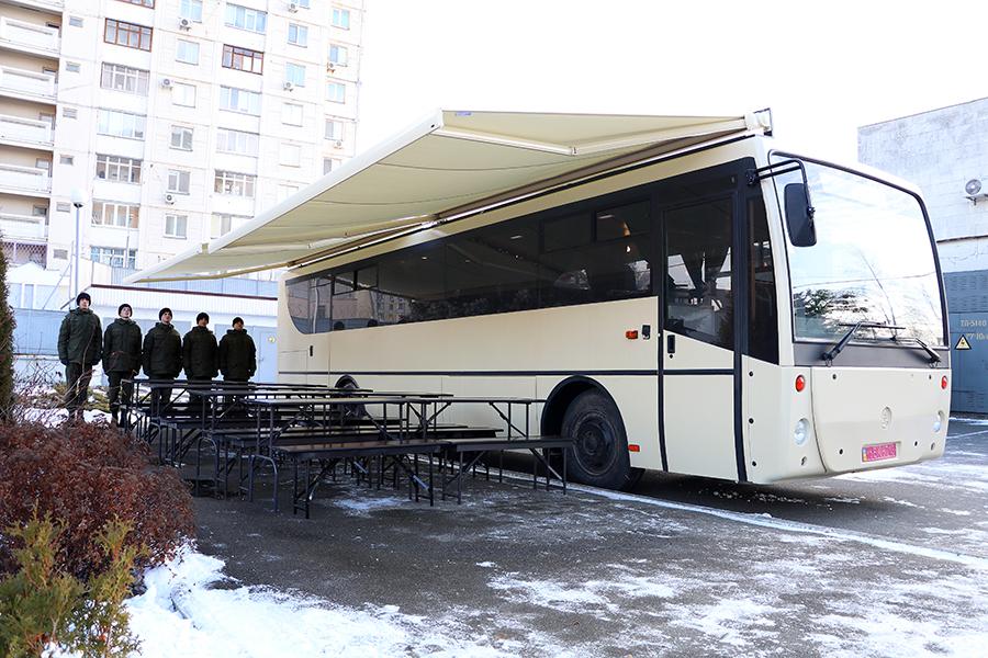 автобус-їдальня НГУ