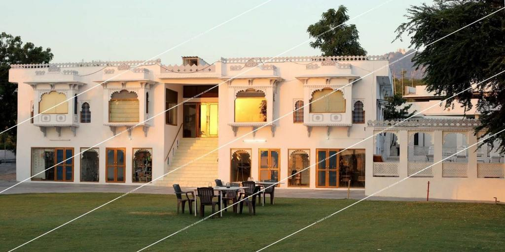 Devendra Garh Palace, Udaipur, Rajasthan, Call us on +91-8000999660, +91-9427703236, Resort in Udaipur, Hotel in Udaipur, Hotels in Udaipur, Hotel in Udaipur, Hotel booking in udaipur, aksharonline.com, aksharonline.in, akshar travel services, ghatlodia, ahmedabad