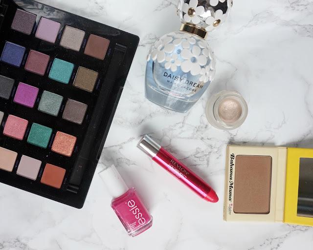 summer beauty edit, hanrosewilliams, beauty blogger, urban decay, marc jacobs, daisy dream, essie, bahama mama, Revlon, topshop, makeup, hannah rose,