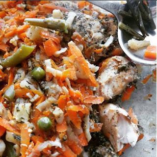 pierś z kurczaka w warzywach i ziołach,  dieta wątrobowa