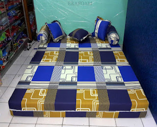 Sofa bed inoac motif Sirkuit biru