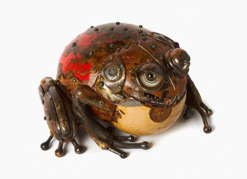16-Toad-1-Edouard-Martinet-Recycled-Sculpture-Wildlife-www-designstack-co