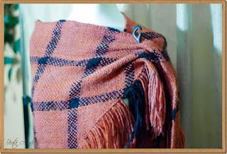 Druga chusta -czerwona na trójkątnej ramie ( )