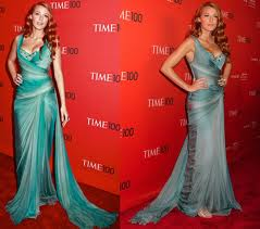 modelo de vestido azul cintilante