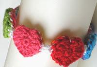 http://translate.google.es/translate?hl=es&sl=auto&tl=es&u=http%3A%2F%2Fnatasnest.blogspot.de%2F2013%2F02%2Fring-ring-hearts-reversible-bracelet.html