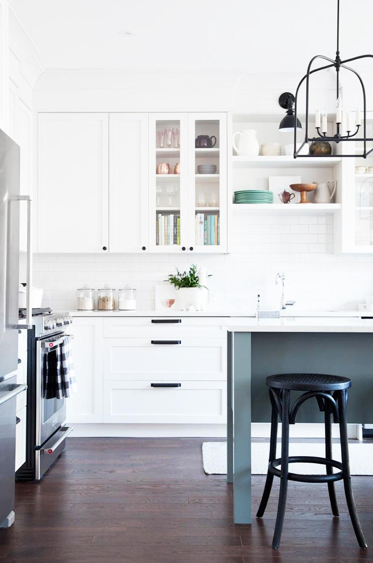 reforma-cocina-blanco-azul-antes-despues