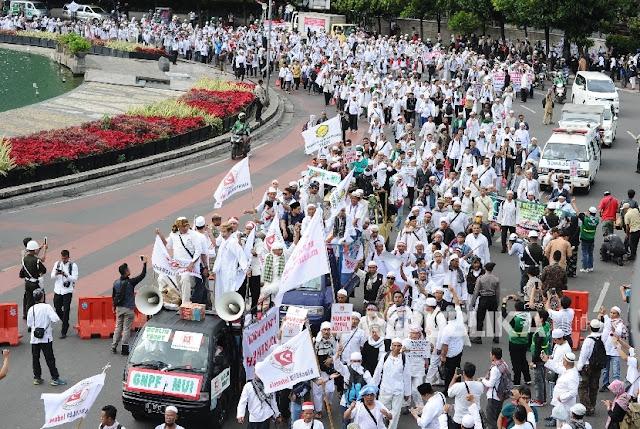 Ribuan Massa Aksi Simpatik Menuju PN Jakarta Utara