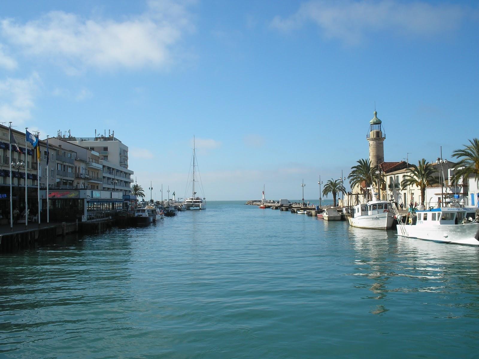 Blue lagoon le convoyage de cirrus - Super u le grau du roi port de peche ...