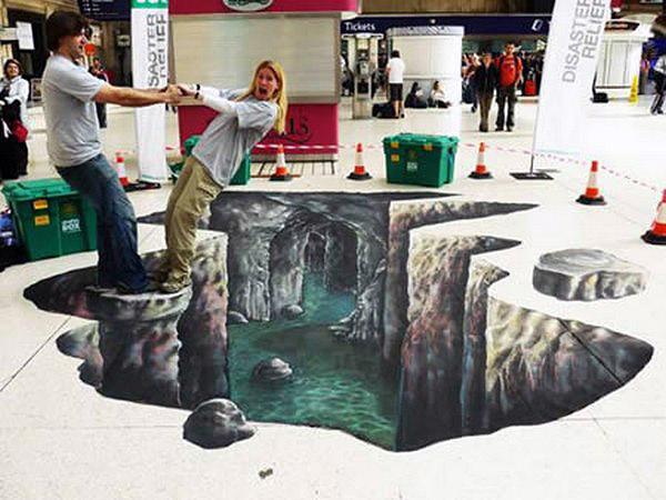 Çökmüş bir zemini ve yer altı sularını gösteren kaldırım sanatı resmi