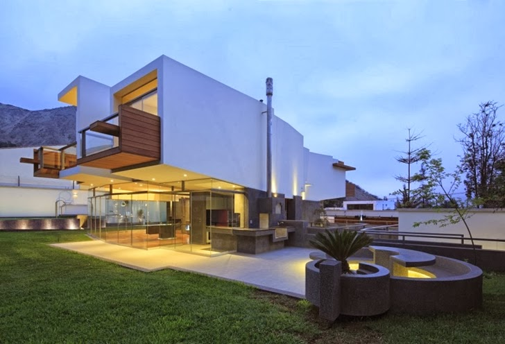 Lights on Extreme modern house by Longhi Architects