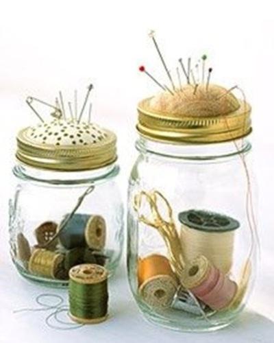 Variasi pincushion yang dibuat dari dua ukuran toples yang berbeda. Tinggal pilih mana yang paling disuka.