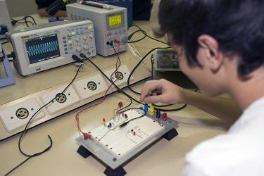 Projetos eletrônicos, todo cuidado é pouco | Power Geek