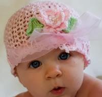 http://mundo-manualidades.com/gorro-en-crochet-para-bebe.html