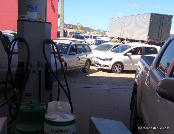 Filas de carros se formam nos postos de combustíveis de Santa Cruz do Capibaribe