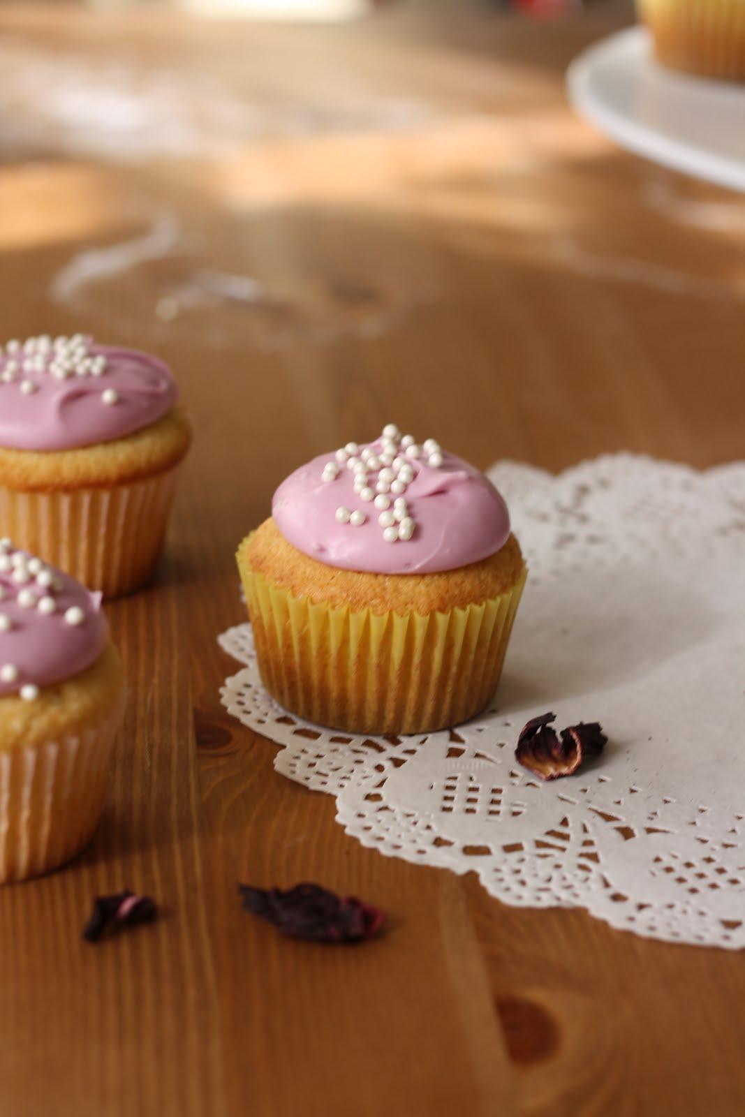 Hummingbird Bakery Lemon Cupcakes With Hibiscus Cream Cheese