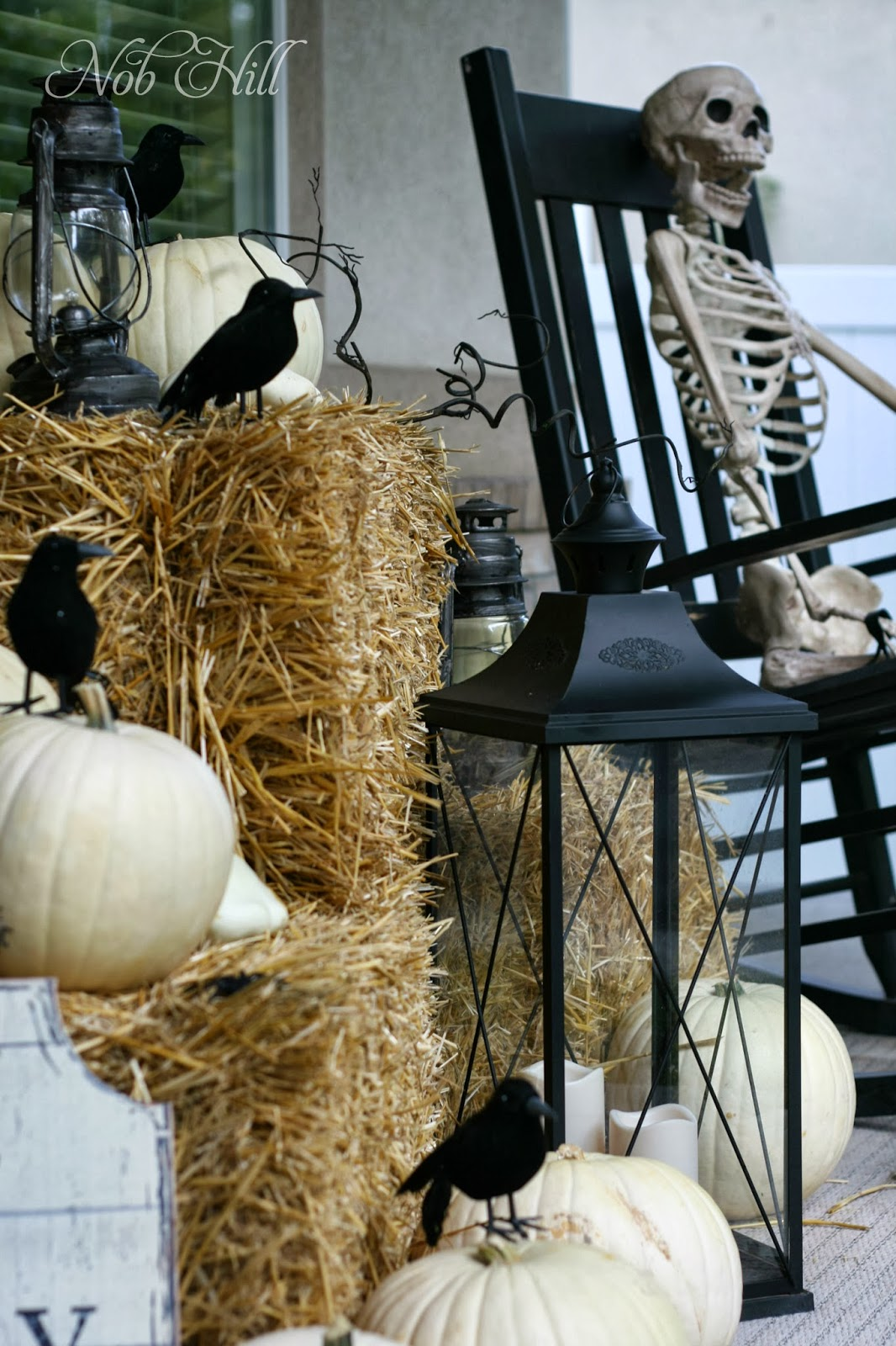 38 Homes That Turned Their Front Lawns Into Beautiful: Nob Hill: Front Porch Crows